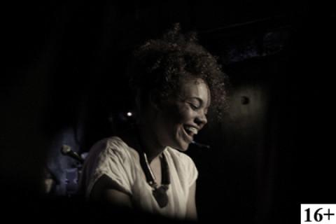 Lady In Jazz: Andreya Triana,  Club Des Belugas, Gayana